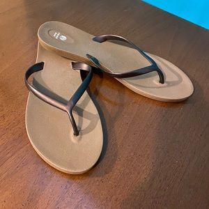 Third Oak flip flops